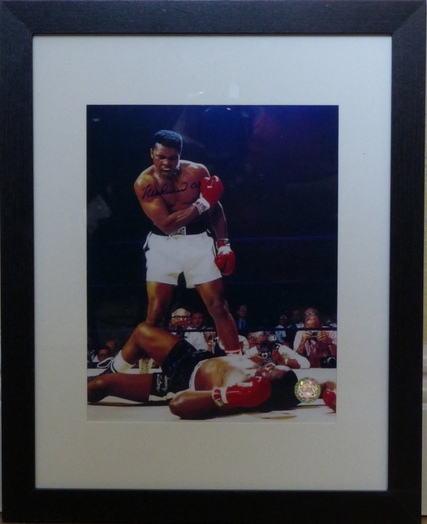 MUHAMMAD ALI AUTOGRAPHED FRAMED PHOTOGRAPH w COA