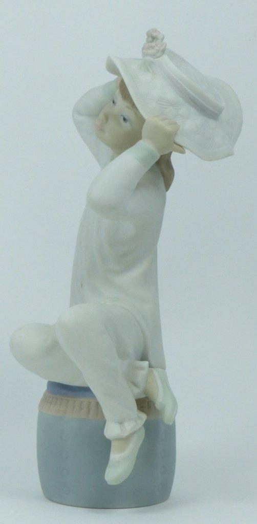"RETIRED LLADRO #1481 ""GIRL WEARING HAT"" - 5"