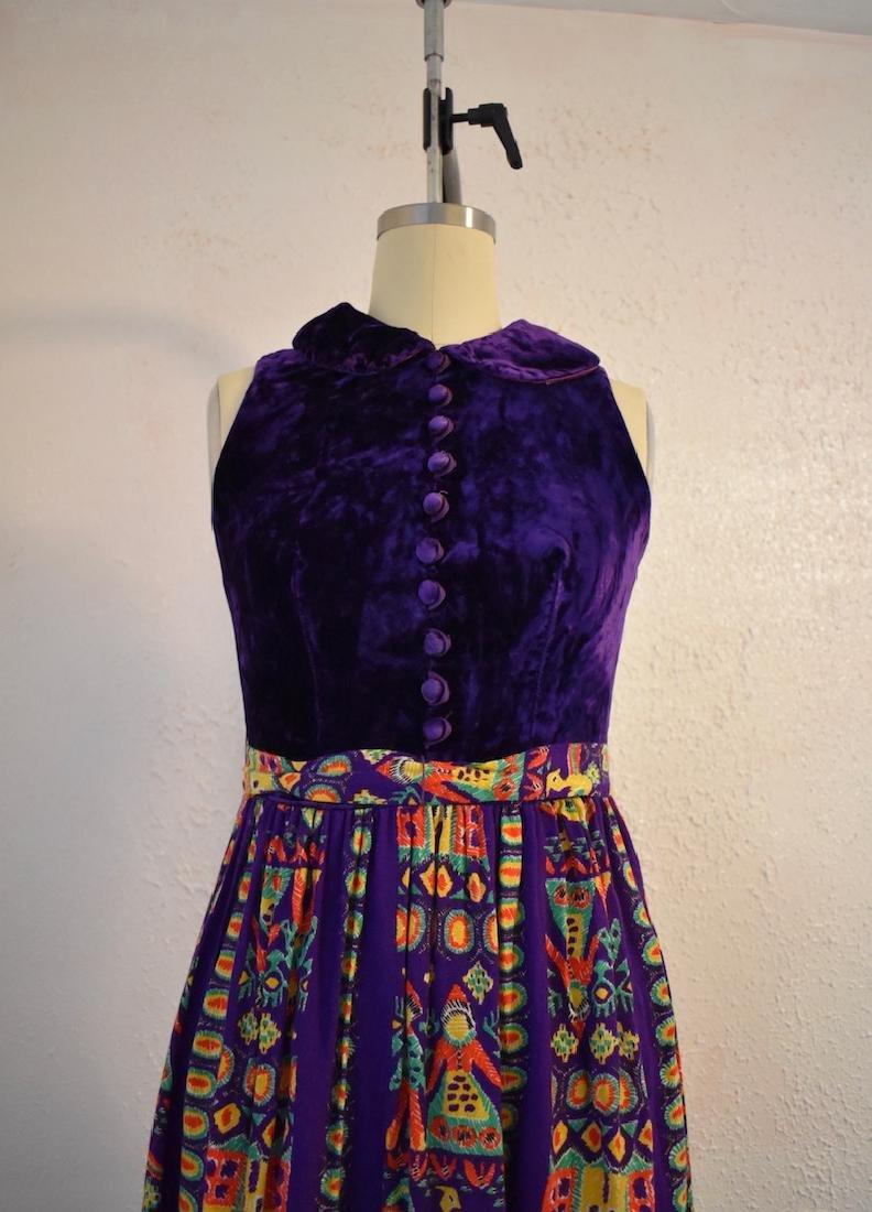 Vintage 1970s Purple Velvet Sleeveless Pattern Dress - 2