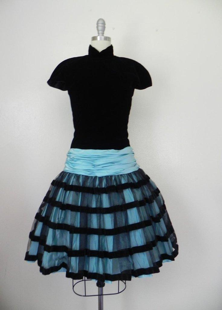 Vintage 1980s Victor Costa Velvet Black/Baby Blue Dress - 3