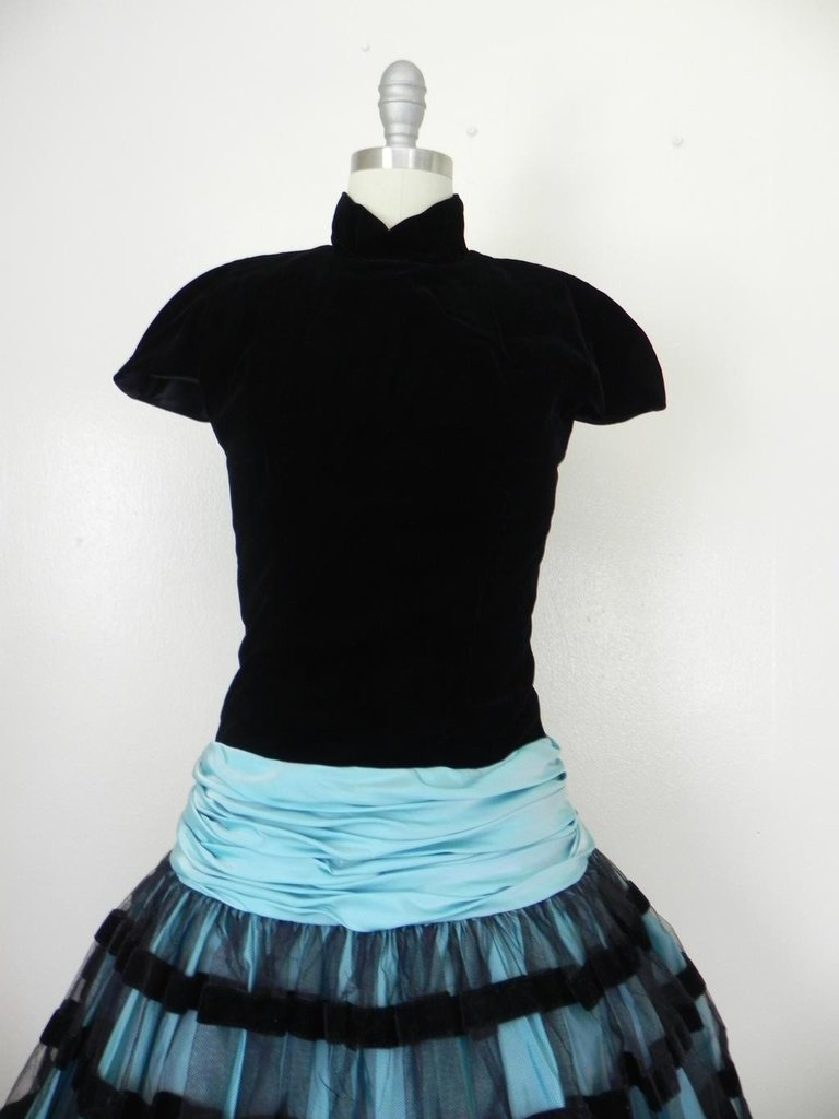Vintage 1980s Victor Costa Velvet Black/Baby Blue Dress - 4