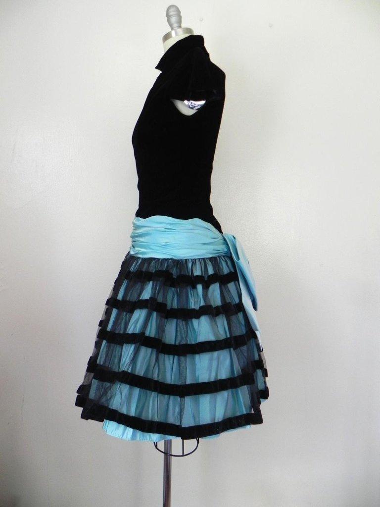 Vintage 1980s Victor Costa Velvet Black/Baby Blue Dress - 5
