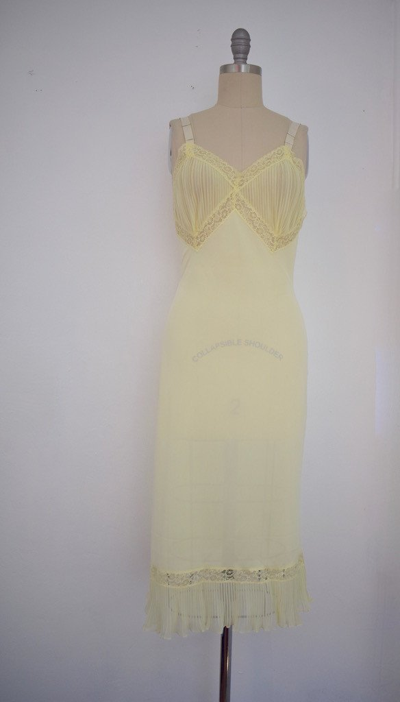 Lot of 8 Pink/Beige/White 50s-70s Nightgowns - 4
