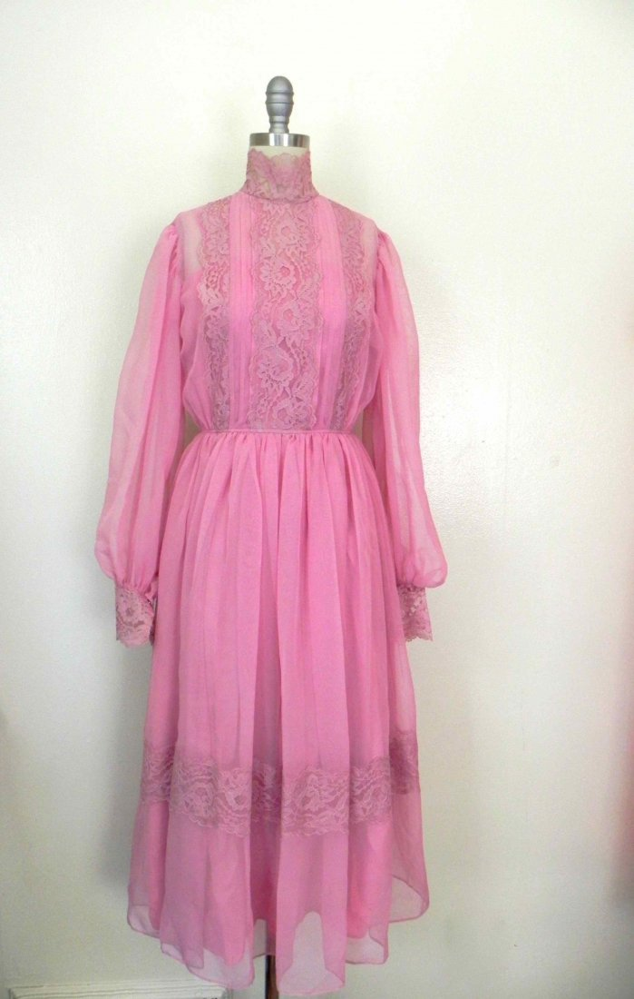 Sweet Vintage 1960s Dusty Rose Pink Sheer Chiffon Lace