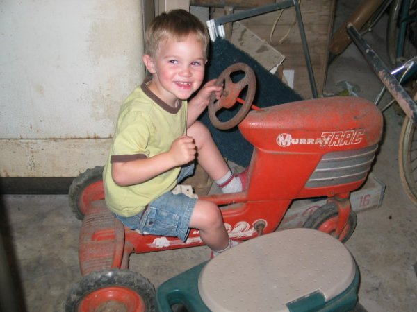 2T: Pedal Tractor