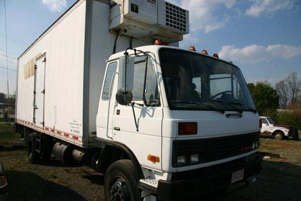 118: International Truck w/ Refrigerated Body