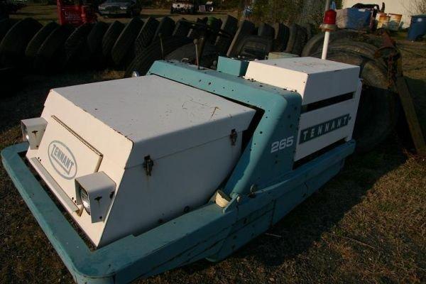 119: Tennant 265 Power Sweeper