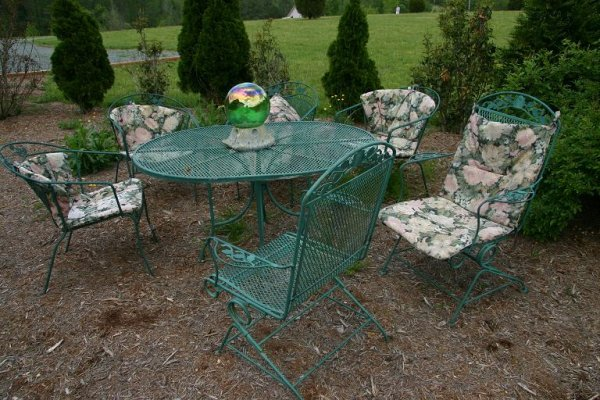 151: Lawn Deck Patio Iron Table & Chairs