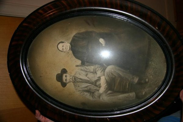 152: Oval Framed Vintage Picture