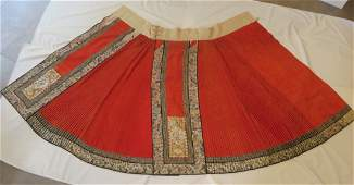 Antique Chinese embodied red background skirt