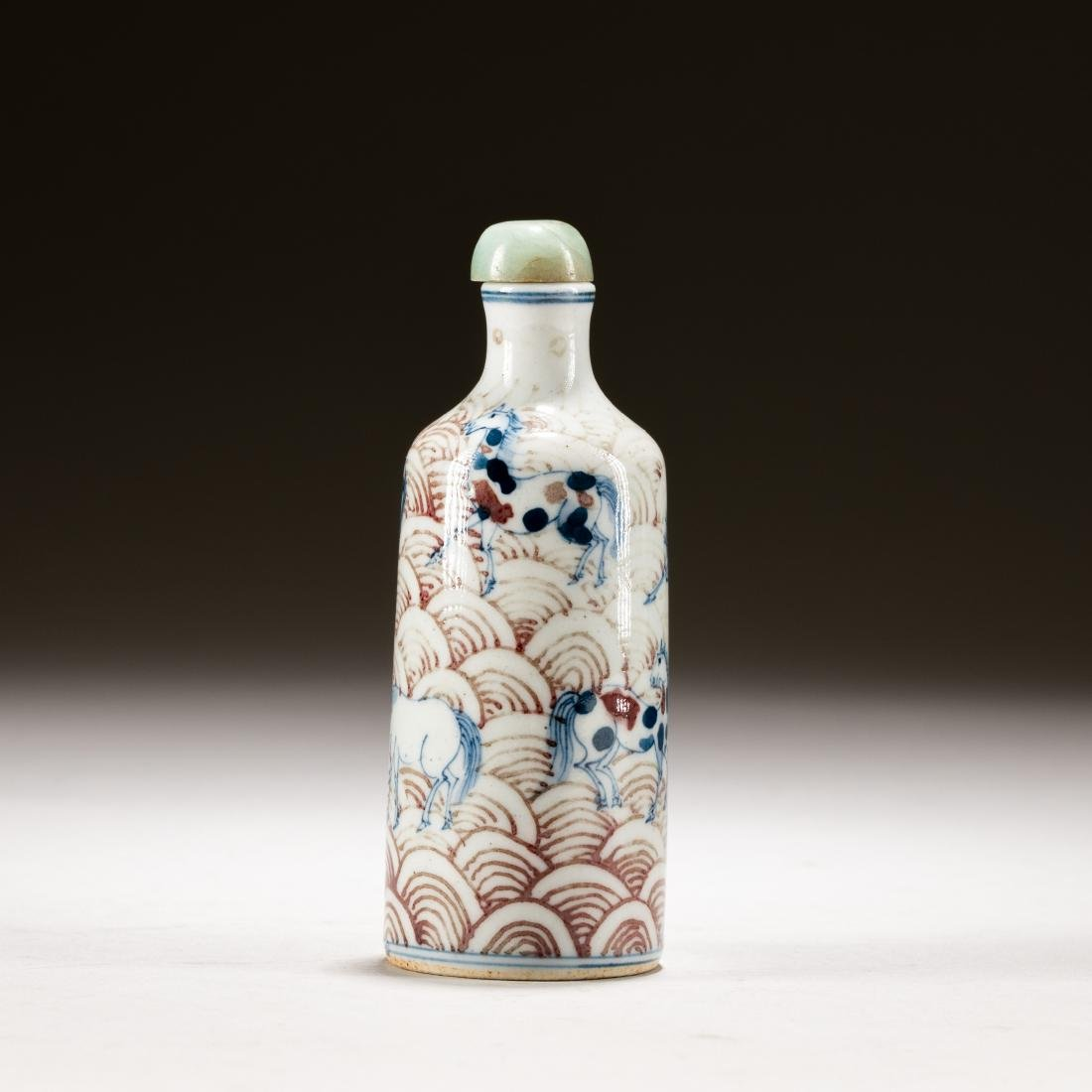 Chinese Antique Blue White And Red Snuff Bottle - 4