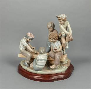 Collectible Lladro Type Porcelain Table Sculpture