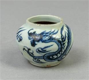 Chinese Blue White Porcelain Dragon Jar