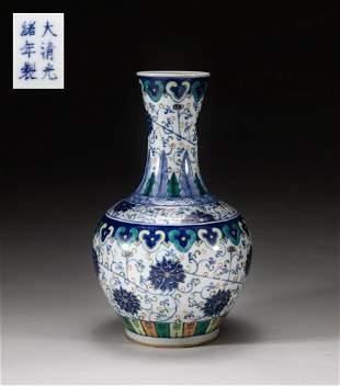 Chinese Famille Rose Porcelain Decor Vase