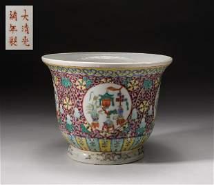 Chinese Famille Rose Porcelain Pot