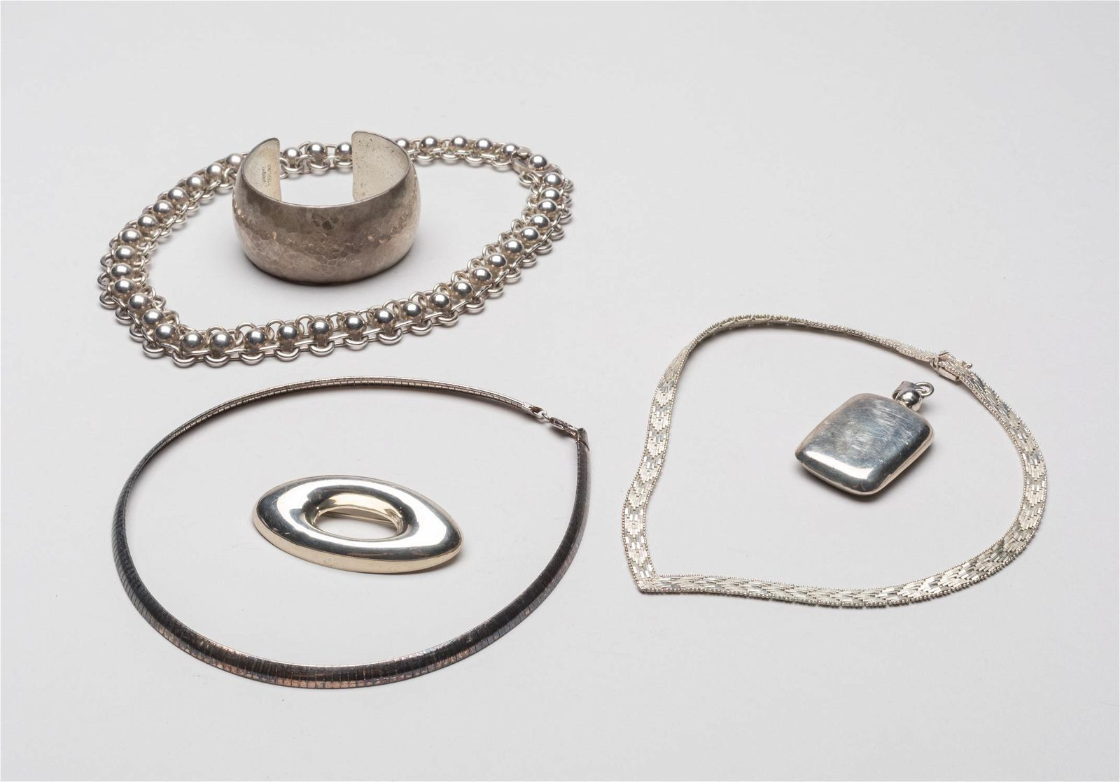 Groups Vintage Sterling Silver Jewelries