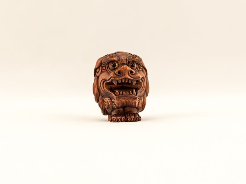 Antique Carved box Wood Netsuke:Shi-Shi