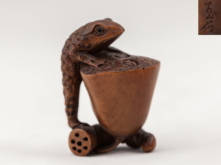 Antique Carved Box Wood Netsuke:Toad
