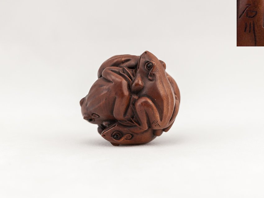 Antique Carved Box Wood Netsuke:Frogs
