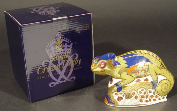 1100: Boxed Royal Crown Derby chameleon paperweight, go