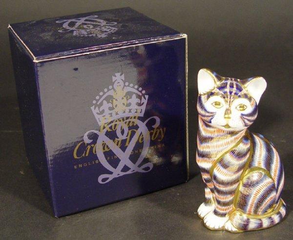 1108: Royal Crown Derby Imari Cat paperweight, printed