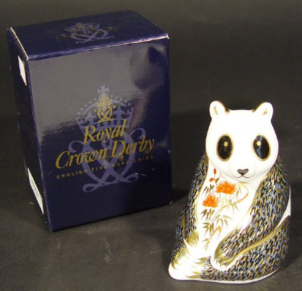 1111: Boxed Royal Crown Derby panda paperweight, gold s