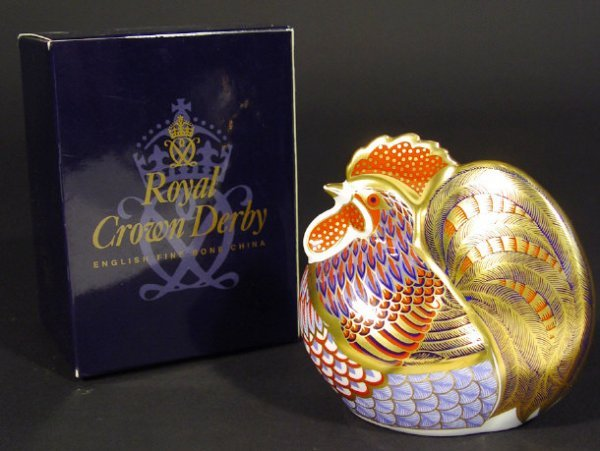 1113: Boxed Royal Crown Derby cockerel paperweight, gol
