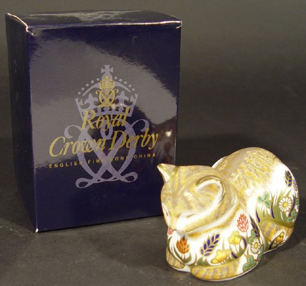 1116: Boxed Royal Crown Derby cottage garden cat paperw
