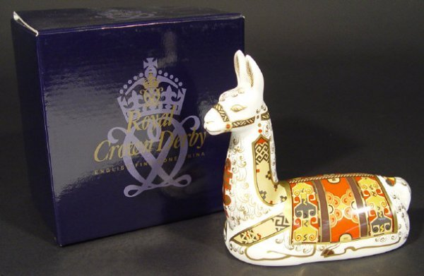 1117: Boxed Royal Crown Derby llama paperweight, gold s