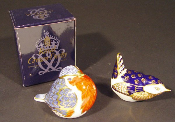1121: Boxed Royal Crown Derby Robin paperweight with go