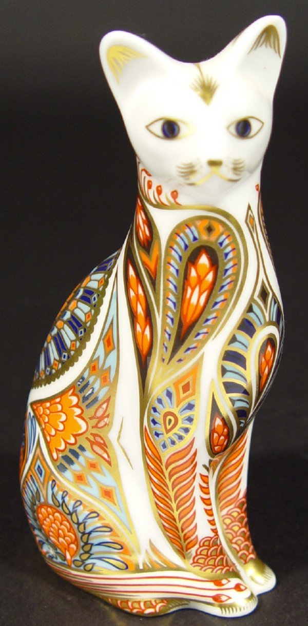 1123: Royal Crown Derby Siamese cat paperweight, gold s
