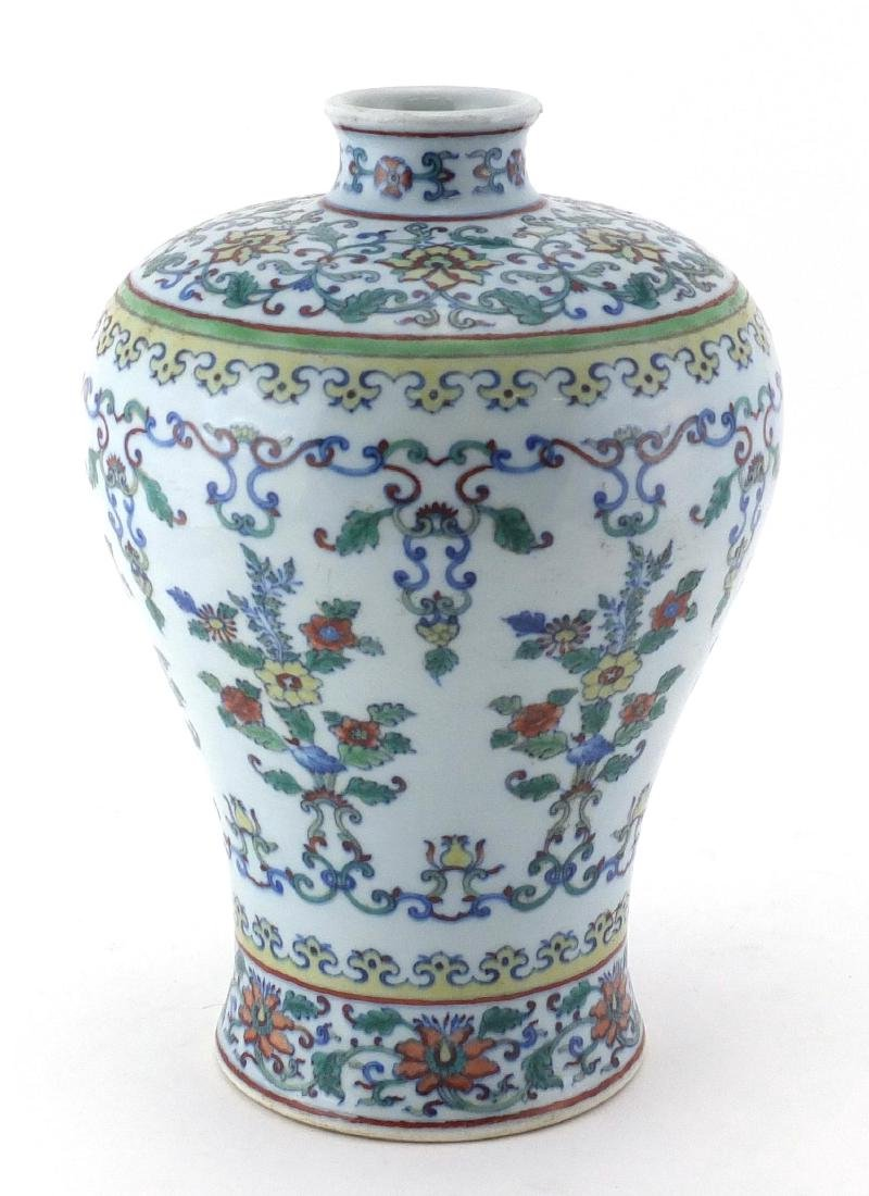 Chinese porcelain Doucai vase, hand painted in the with