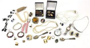 Vintage and later jewellery including a silver open