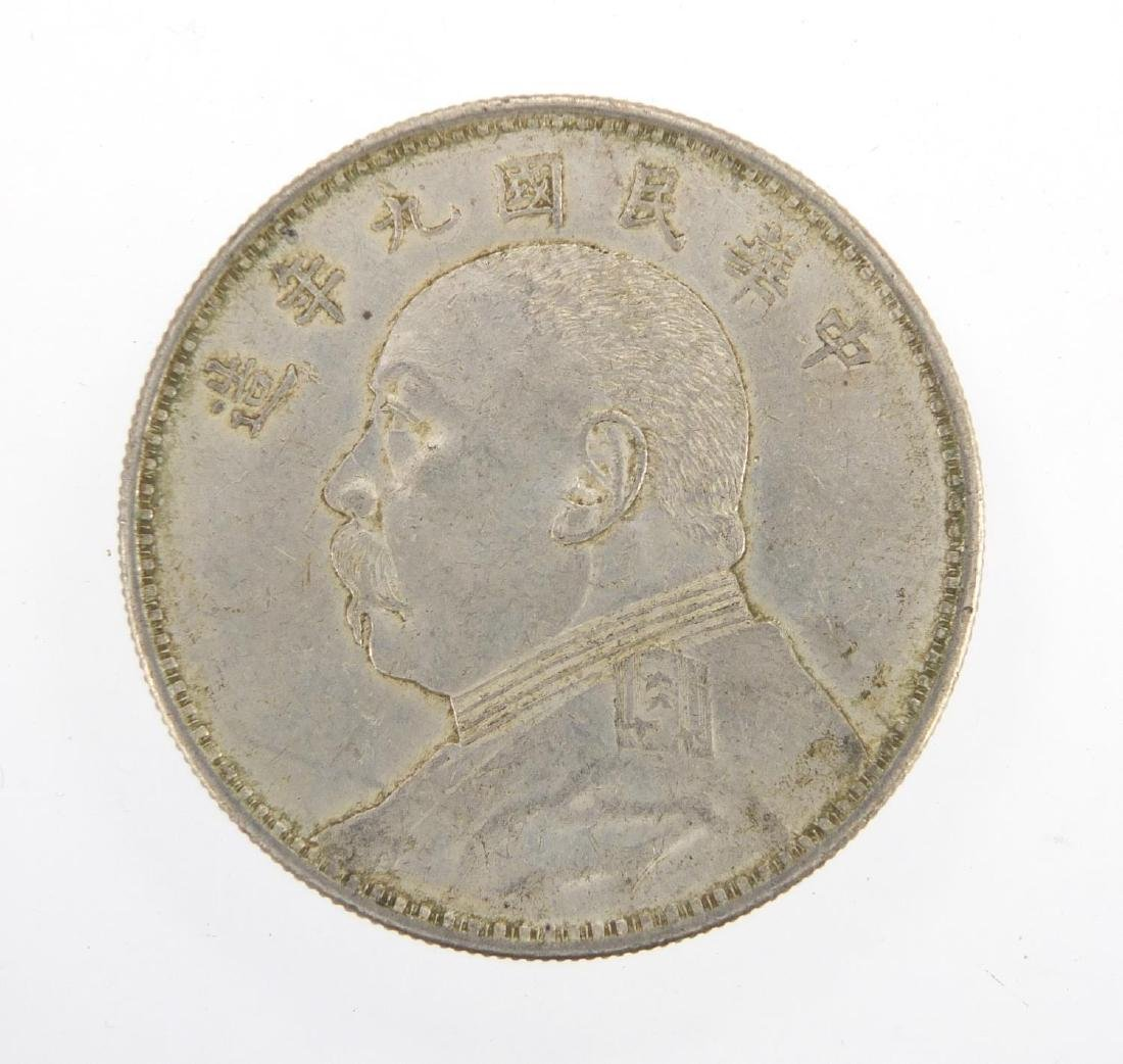 Chinese Fatman silver one dollar, approximate weight 26.6g Further condition reports can be found at