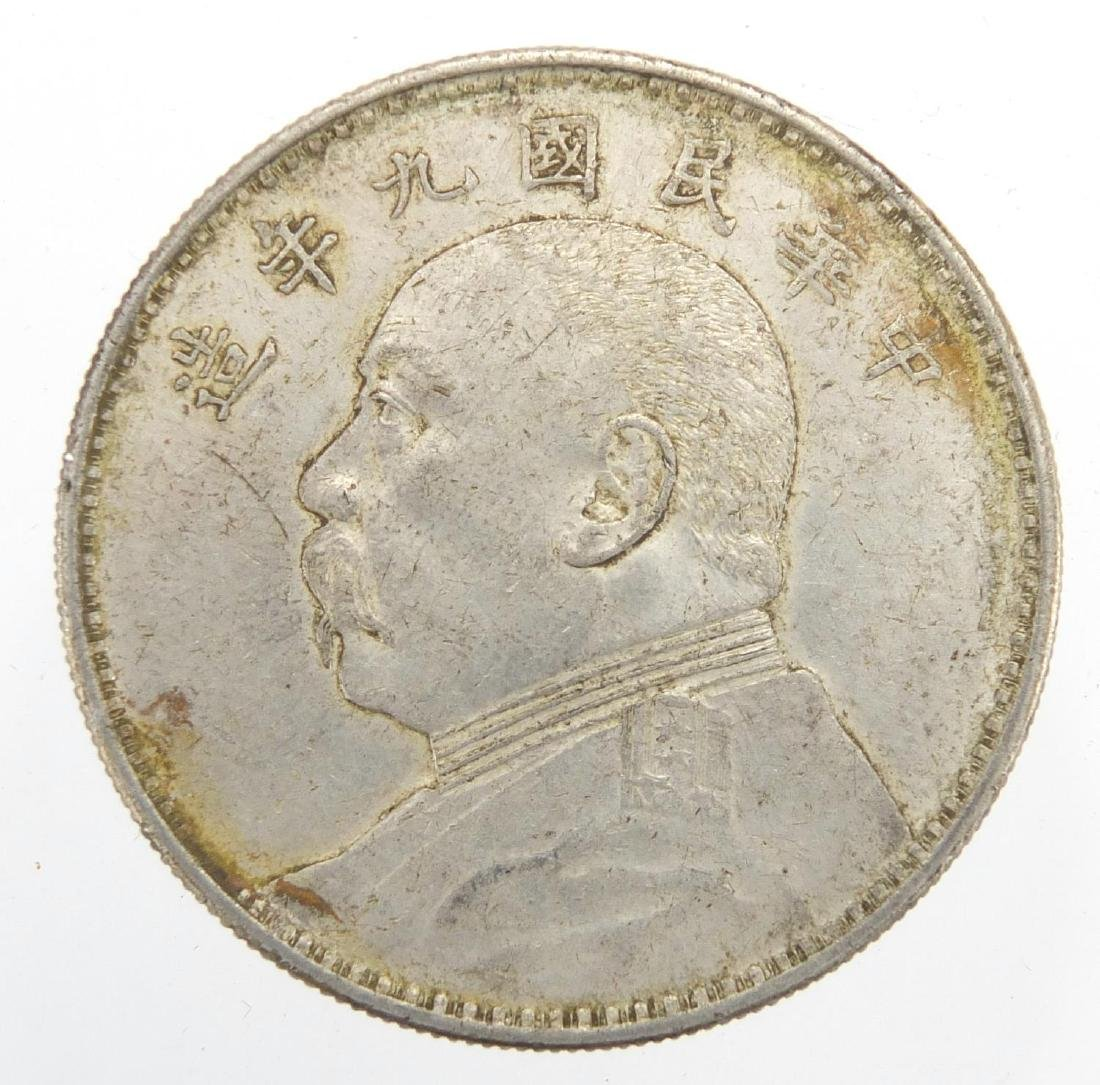 Chinese Fatman silver one dollar, approximate weight 26.8g Further condition reports can be found at