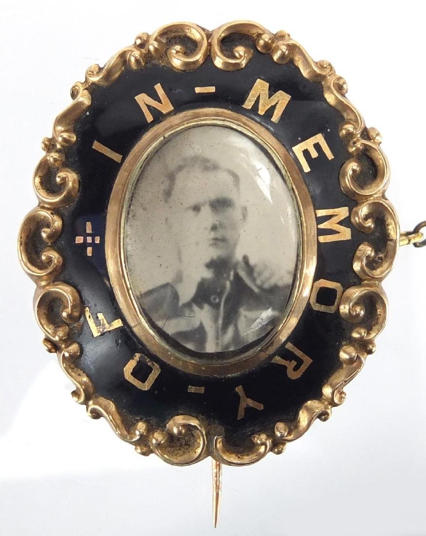 Victorian unmarked gold and black enamel 'In Memory of' mourning brooch, 4.5cm in length,