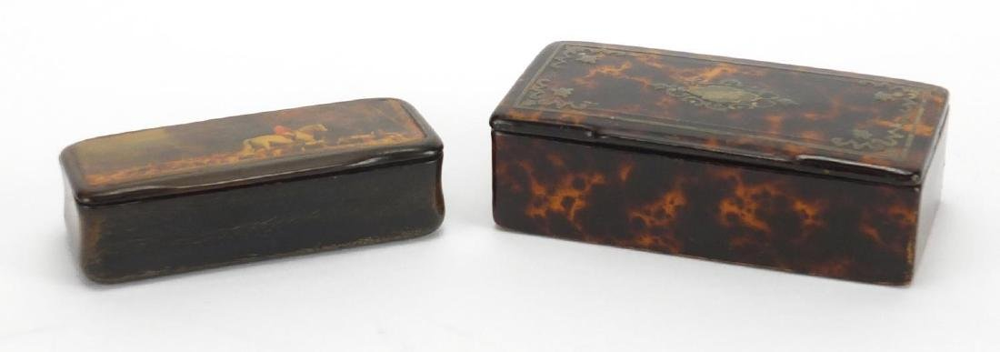 19th century tortoiseshell design papier-mâché snuff box with brass inlay, together with a horn