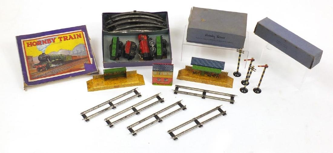 Hornby OO gauge train set and accessories Further condition reports can be found at the