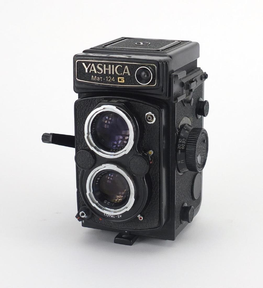 Yashica mat-124TLR camera, serial number 308059 Further condition reports can be found at the