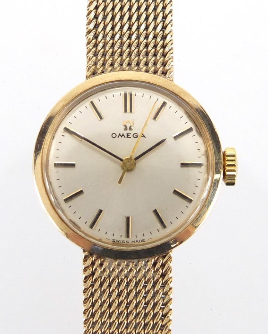Ladies 9ct gold Omega wristwatch with 9ct gold strap, 2.1cm in diameter, approximate weight 24.4g