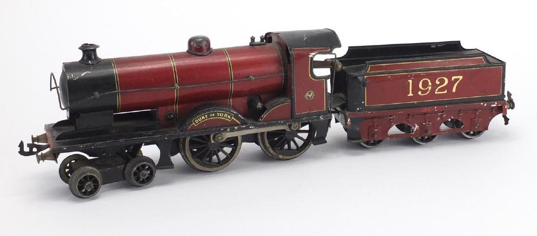 OO gauge Duke of York clockwork locomotive and tender numbered 1927, 23cm in length Further