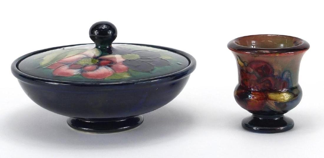 Moorcroft pottery Hibiscus powder bowl and cover, together with a Moorcroft pottery Flambe urn vase,