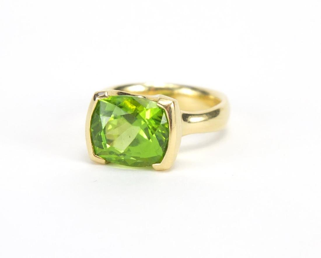 18ct gold Peridot ring with Rox valuation certificate, size O, approximate weight 11.0g The