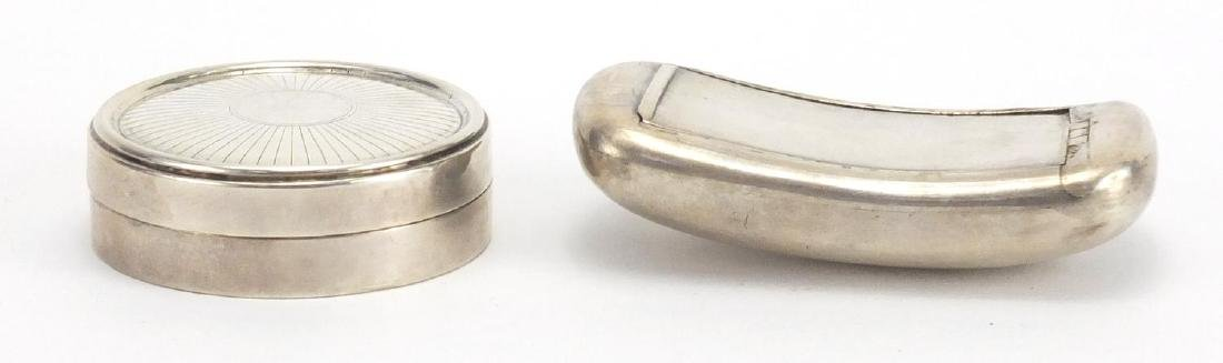 Circular silver pill box and rectangular silver snuff box, Birmingham 1913 and 1824, the largest 7cm