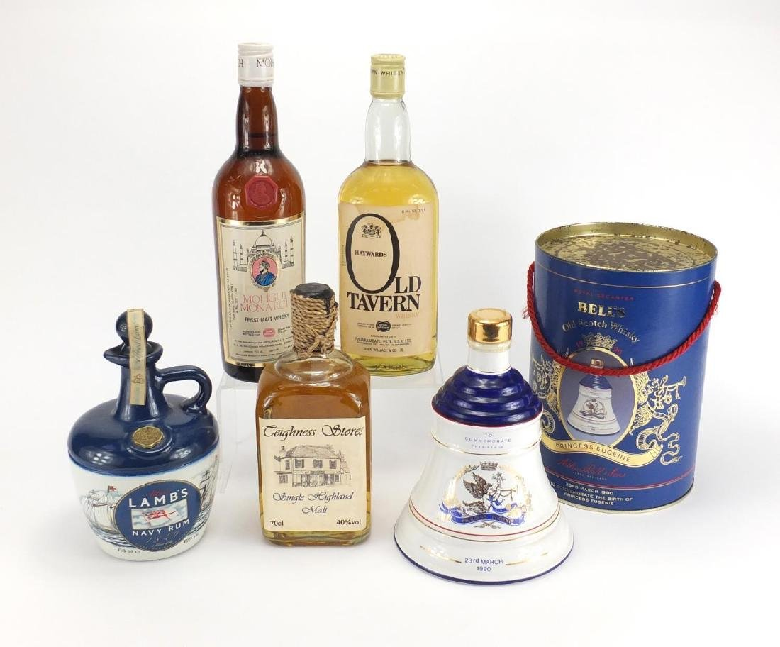 Four bottles of whiskey and a bottle of rum, Wade Commemorative decanter, Old Tavern, Mohgul