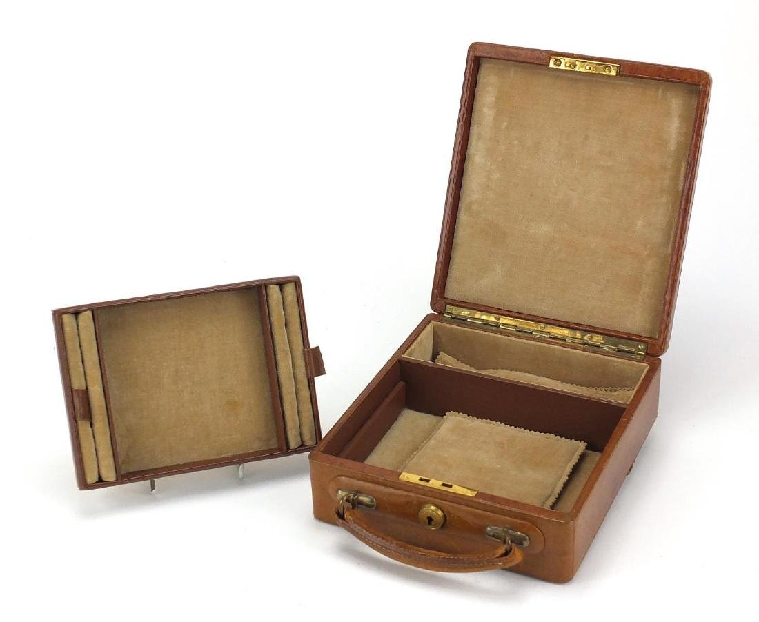 Vintage leather travelling jewellery box with fitted lift out interior, 7.5cm H x 17.5cm W x 20.