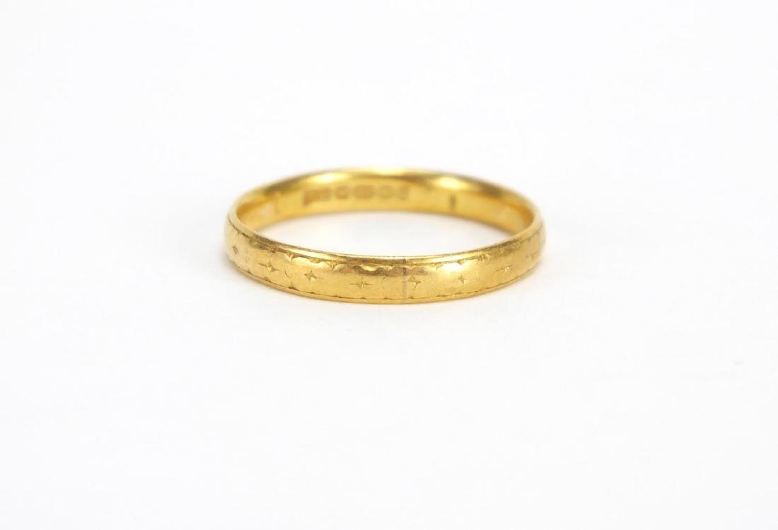 22ct gold wedding band, size N, approximate weight 2.1g