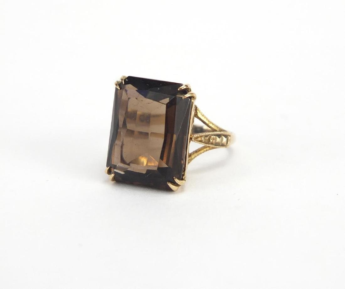 9ct gold smoky quartz ring, size K, approximate weight 4.7g