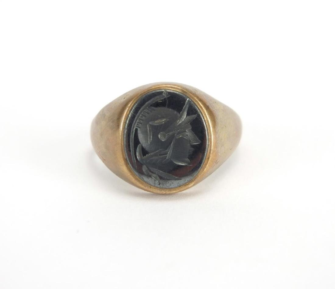 9ct gold intaglio glass seal ring with Romans head, size S, approximate weight 5.9g