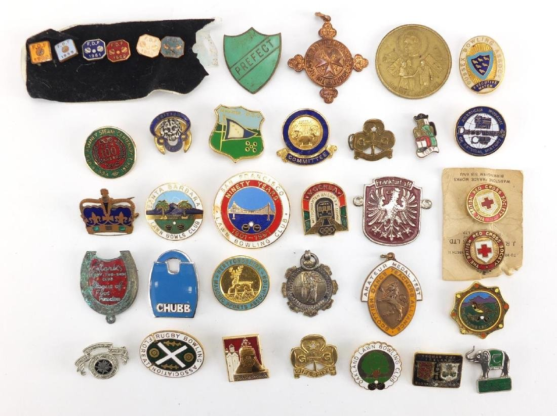 Vintage and later badges including bowl's clubs, Rugby Bowling Association, Girls Guide's and